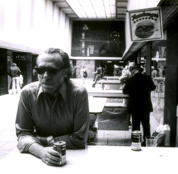 Charles Bukowski drinking beer